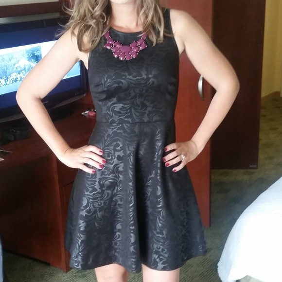 Kensie Dresses & Skirts - Black on Black textured dress